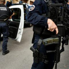 Dix personnes, soupçonnées de vouloir attaquer des hommes politiques, arrêtées mardi